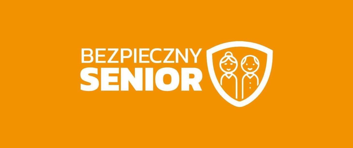 Logo kampanii bezpieczny senior- pomarańczowy protokąt na którym widnieje napis- Bezpieczny senior-oraz rysunek przedstawiający osoby starsze